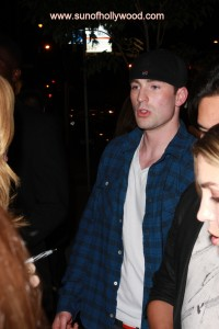 Chris Evans... soon to be Captain America is chillin with the Dogg Pound