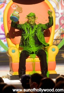 "Josh Duhamel is trying to make ""Photo Of The Week"" again.. On his throne of Slime !!!!!!"