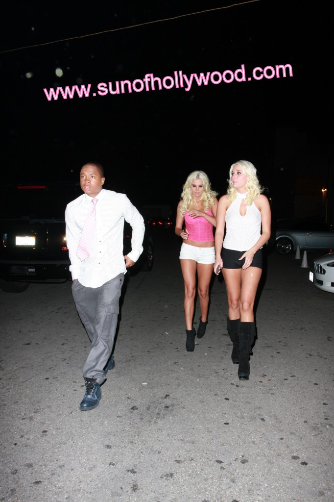 """Sam Jones III """"The Black Hef"""" Cashes In On 2 for 1 Shannon Twins Special"""