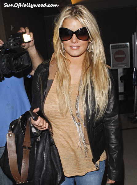 Jessica Simpson Gets Triple Extra Shady !!!