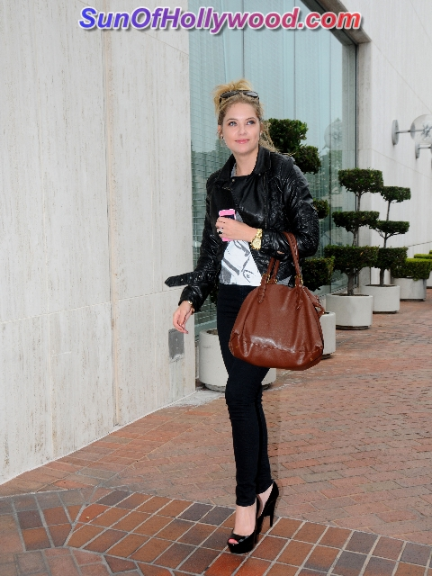 Ashley Benson Is A Pretty Little Shopper With A Pretty Big Budget