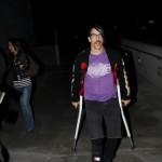 anthonykiedis_lakers_crutches_sunofhollywood_05