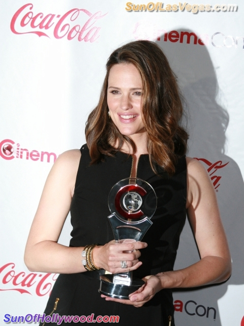 Jennifer Garner And Her CinemaCon Thingy