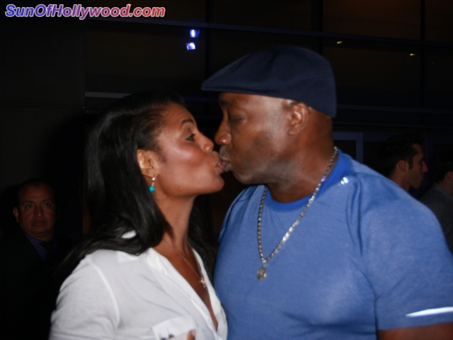 Can You Believe Omarosa Shies Away From Michael Clarke Duncan's PDA ????