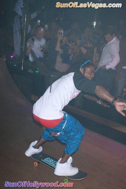 Lil Wayne Hangs 10.. While His Pants Hang Low