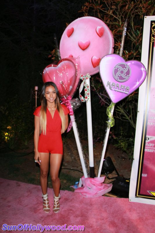 Yes.. Them Lollipops Got Nuffin On The Sweeter Than Kandy Karrueche