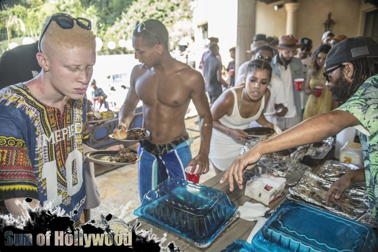 Shaun Ross Gettin Some of Mama Kingston's Kitchen In His System