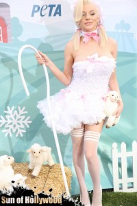courtney stodden peta sheep sheering hollywood highland garry sun prophecy sunofhollywood 04
