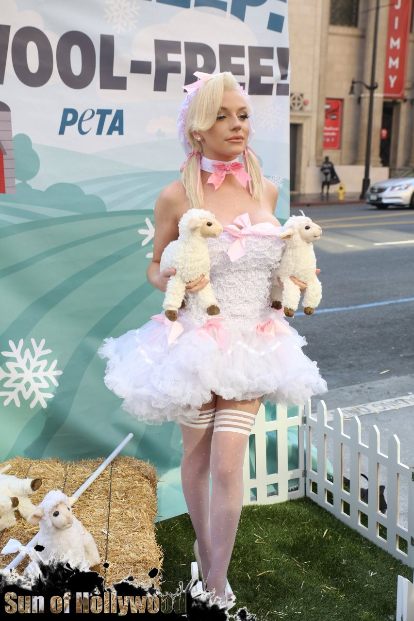 courtney stodden peta sheep sheering hollywood highland garry sun prophecy sunofhollywood 19