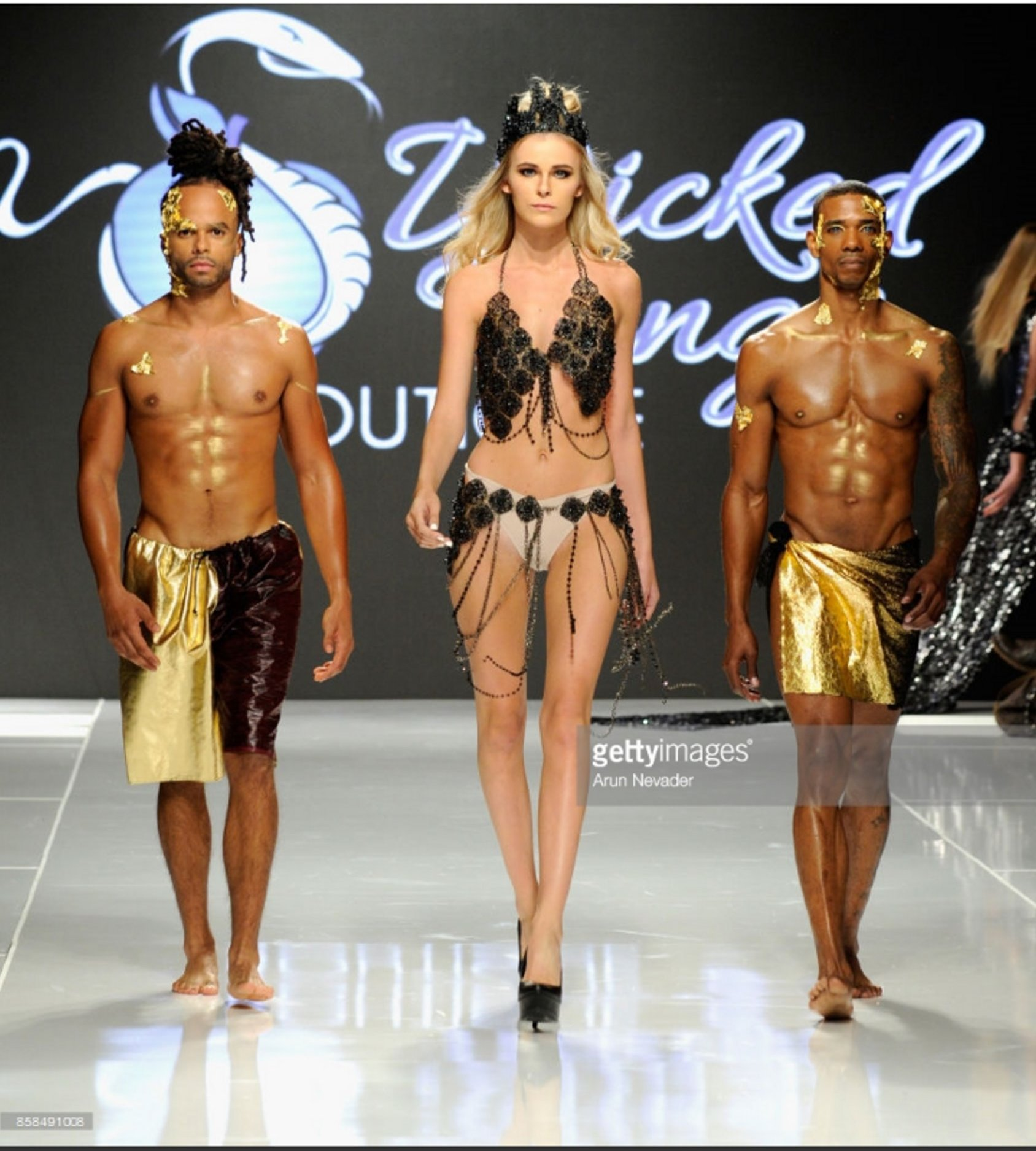 vikki lizzi andrea ward madame wicked la fashion week 03